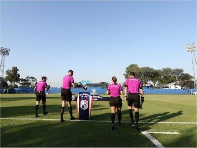 Dos árbitros dan positivo en pleno comienzo del Clausura
