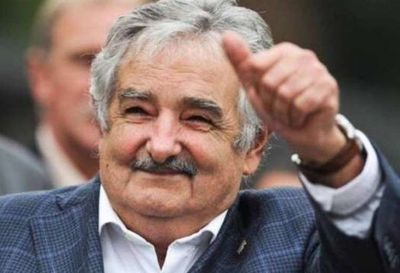 Expresidente uruguayo Mujica renuncia al Senado y se retira de la política activa