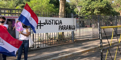 Familiares piden #JusticiaParaNico frente al Poder Judicial