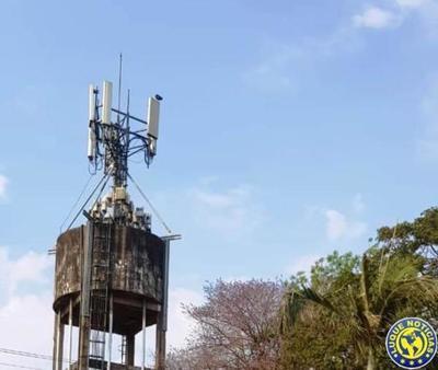 Antena de telefonía sobre un tanque preocupa a vecinos •