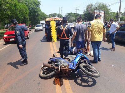 Accidente deja una motociclista herida