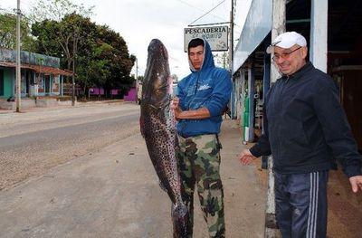 Pescadores insisten en rechazar pesca deportiva en temporada de veda