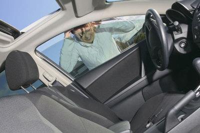 Sy alhaja dejó a su bebé dentro del auto y se fue de compras