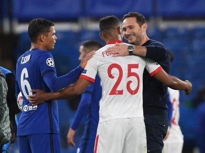 Chelsea y Sevilla empatan a miedo