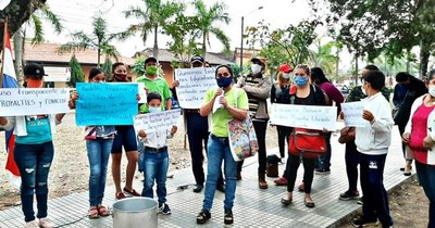 La Nación / Caazapá: hace tres meses no entregan merienda escolar, padres amenazan con encadenarse