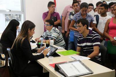 Es más complicado jóvenes y adolescente conseguir trabajo, sobre toda a aquel que busca primer empleo