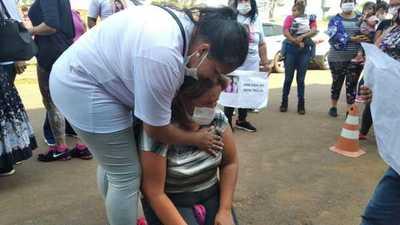 Familiares Natalia se manifiestan frente a la Comisaría de Mujeres para exigir justicia