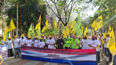 Movilización de docentes en reclamo a mayor presupuesto