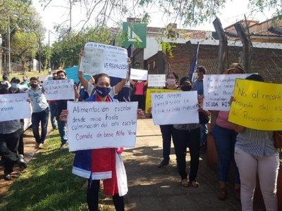 Docentes se movilizan en contra de vuelta a clases presenciales en lo que resta del año