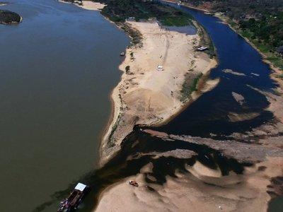 Se imponen aguas turbias y   algas tóxicas en área de isla San Francisco