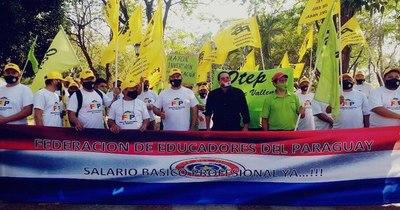 La Nación / Gremios de la educación exigen al ministro Petta que deje de mentir