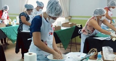 La Nación / Mujeres de Bella Vista aprenden a elaborar postres de yerba mate