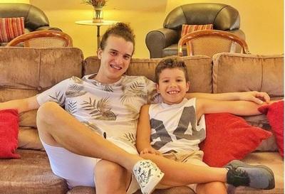 Miguelito Quintana y su hijo cantaron una canción de Camilo