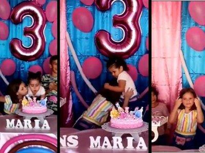 Hermanas pelearon porque la mayor apagó su vela y terminaron cortando juntas la torta