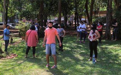 """Seguidores de """"Kelembu"""" insisten en ocupar vía pública"""
