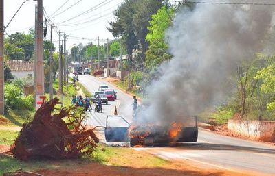Fuego consumió un vehículo en Villarrica