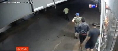 Delincuentes roban comercios casi en simultaneo