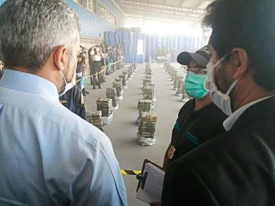 Abdo fue hasta Villeta a felicitar a fuerzas de seguridad por histórica incautación de cocaína