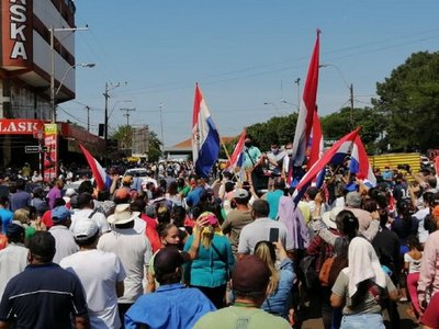 Comerciantes encarnacenos exigen respuestas del Gobierno