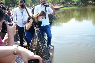 Siembran 7 mil peces en el Lago de la República