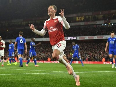 """Özil acusa al Arsenal de """"desleal"""""""