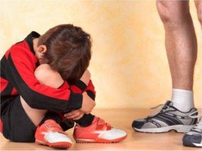 Condenan a policía a 24 años de cárcel por abusar de un niño