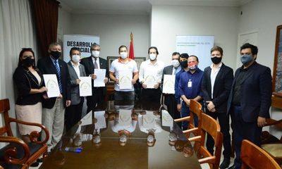 Municipalidad de CDE y UNE firman convenio para otorgar 200 becas