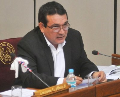 'INDERT hasta ahora sigue otorgando tierras públicas a manos privadas', asegura senador Santa Cruz
