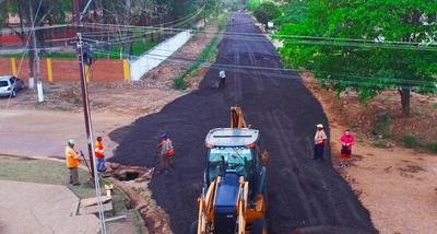 Municipalidad continúa con los intensivos trabajos de pavimentación