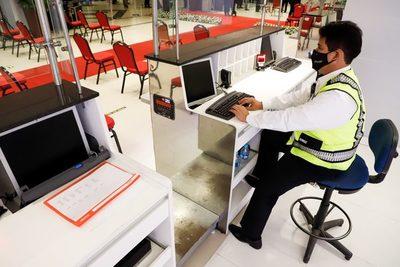Paraguay abre sus aeropuertos a vuelos regulares tras siete meses cerrados