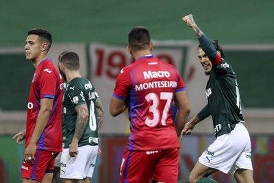 Con Gómez como capitán y goleador, Palmeiras avanza como el mejor primero
