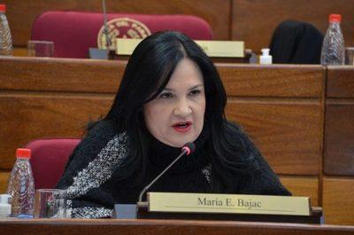 Bajac fue sobreseída y piden su vuelta al Senado
