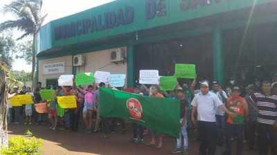 Manifestación por tiempo indefinido frente a la Municipalidad de Santa Fe