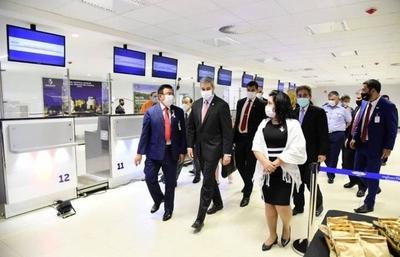 HOY / Arrancan vuelos comerciales: aerolíneas fijan frecuencias y agencias reprograman viajes