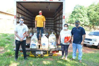 Escuelas de Vaquería reciben kits de alimentos