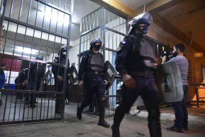 Requisa Tacumbú: Incautaron Gs. 176 millones en efectivo, dólares, euros, billetes sudafricanos y desmantelaron laboratorio de procesamiento de cocaína