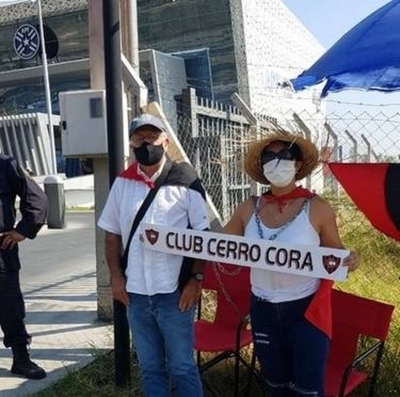 HOY / Dirigentes de Cerro Corá se encadenan frente a la APF