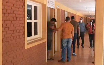 Dos policías detenidos, involucrados en rapto de joven