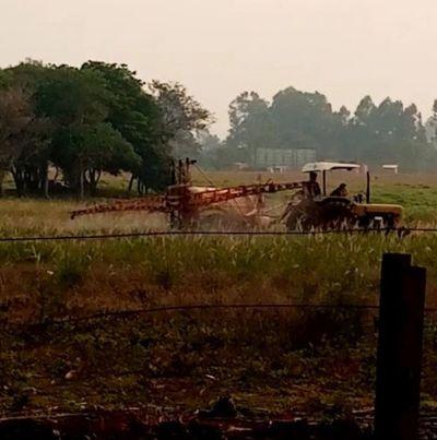 Vecinos de Villa Guillermina se quejan de agricultor
