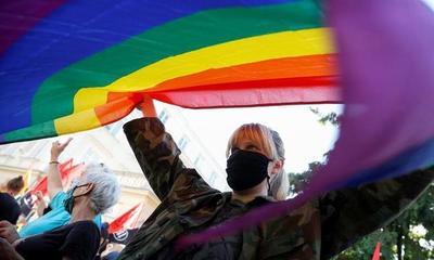 Un hombre condujo 800 kilómetros y amenazó de muerte a su hija luego de que le anunciara que era lesbiana – Prensa 5
