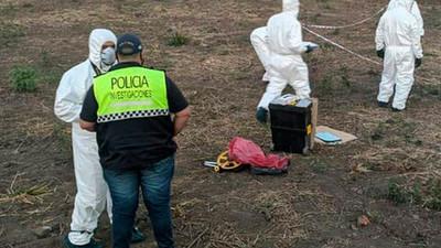 Vecinos atacan a machetazos, desnudan y matan al presunto asesino y violador de una niña de 9 años en Argentina