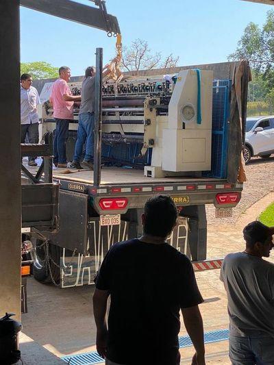 Llegan máquinas para empresa maquiladora en Salto