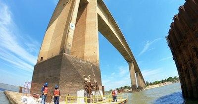 La Nación / Bajante del río deja al descubierto daños en un pilar del Puente Remanso