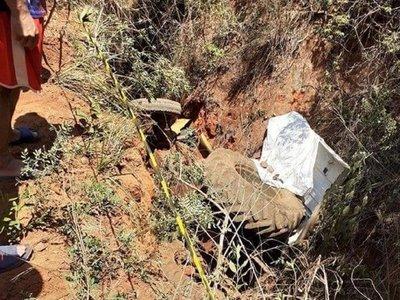 Hombre fallece tras caer a un barranco con su tractor