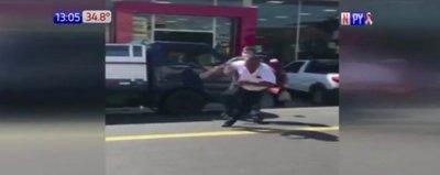Santaní: Violenta pelea de conductor con agente PMT