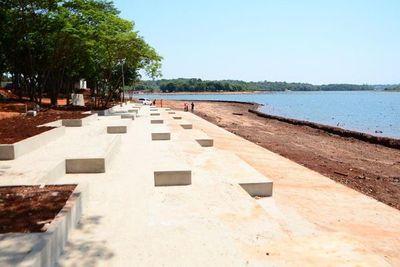 Costanera de CDE: playa escalonada con 30% de avance