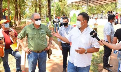 Caazapá: Ministro de la SEN se reúne con el gobernador y pobladores de Tavaí