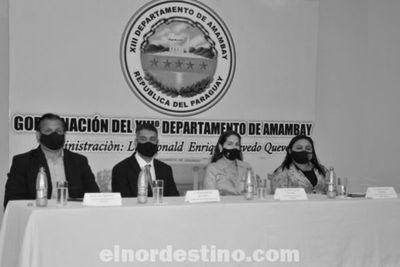 Gobernador Acevedo entrega a escuelas del departamento lote de equipos informáticos adquiridos con fondos del Fonacide