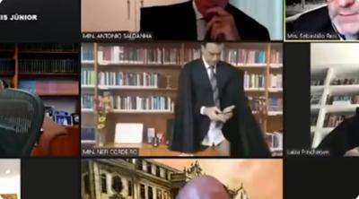 HOY / Un magistrado brasileño aparece sin pantalones durante una sesión online