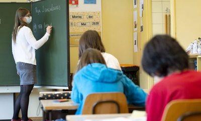 """Secundarios podrán retornar a  clases desde el 5 de noviembre  y aumento de """"cupos"""" de feligreses"""